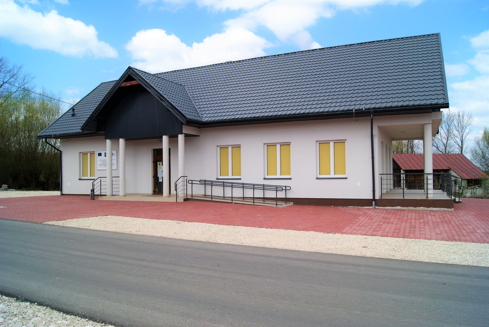 swietlica_wiejska_w_Kucharach..JPG